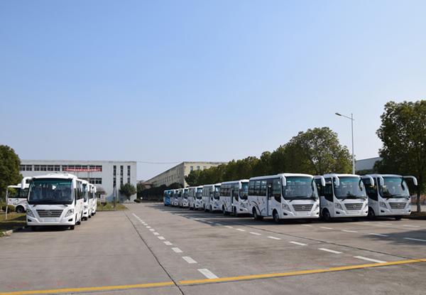 30輛華新牌6米19座小型中級客車發往山東