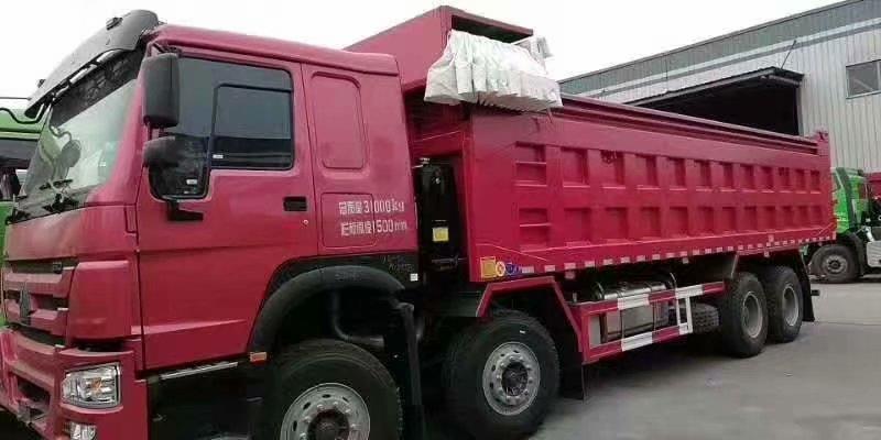 重汽豪沃8.5自卸車帶篷布蓋
