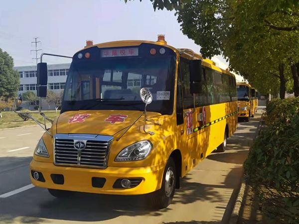 12輛華新牌51座小學生專用校車發往河北