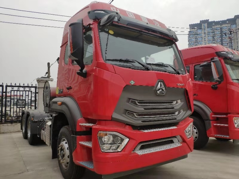 中国重汽豪瀚LNG 牵引车