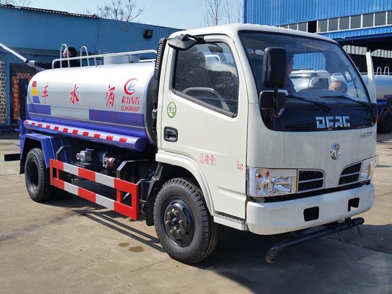 厂家推荐:5吨东风福瑞卡洒水车