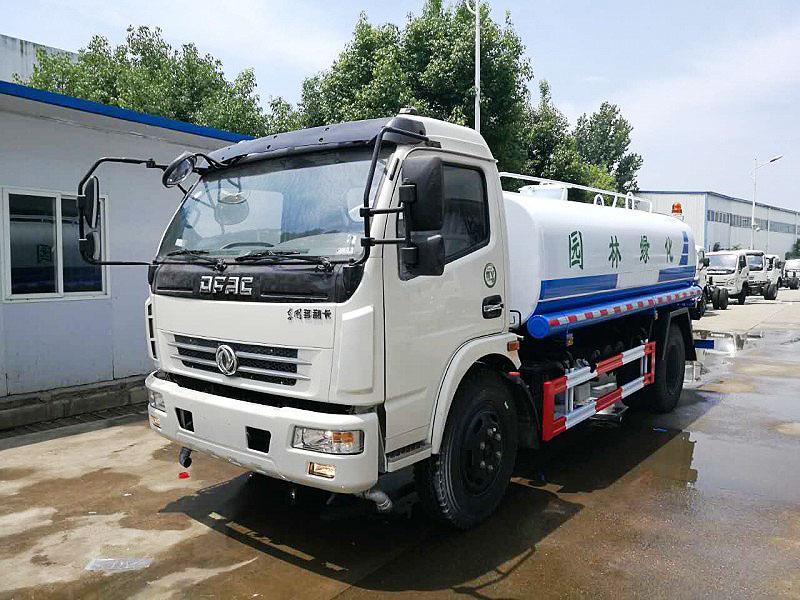 東風D7多利卡8.5-10.4噸灑水車報價