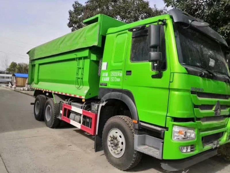 豪沃5米8渣土车绿色