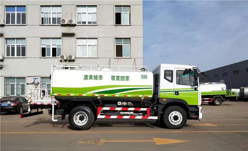 12方东风多利卡D9抑尘车,60米多功能雾炮洒水车价格