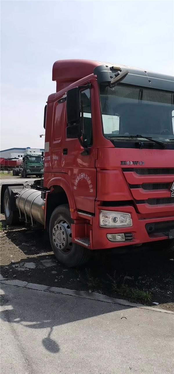豪沃340马力 4X2驱动LNG牵引车