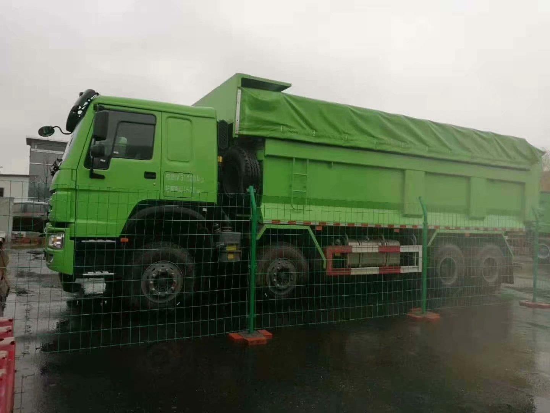重汽豪沃7米8自卸車綠色帶篷布帶