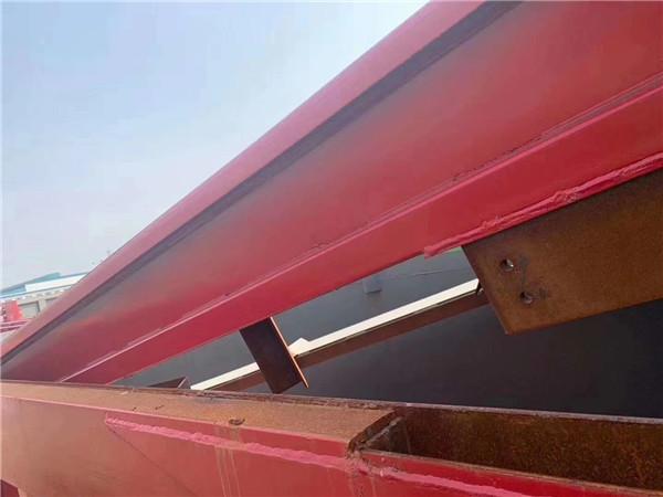 重汽豪沃8米5自卸车带篷布盖火红
