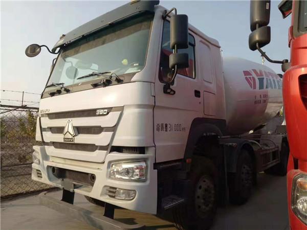 中國重汽380馬力豪沃攪拌車