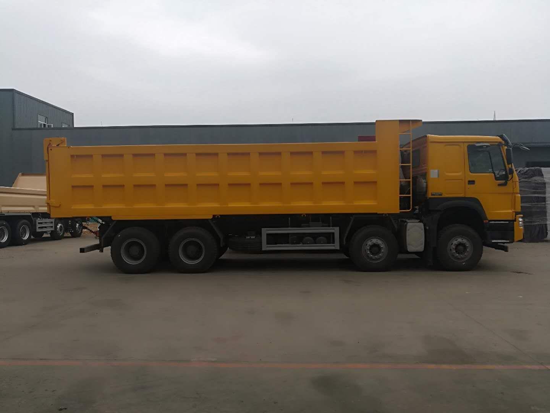 重汽豪沃自卸车8米车工程黄色440马力
