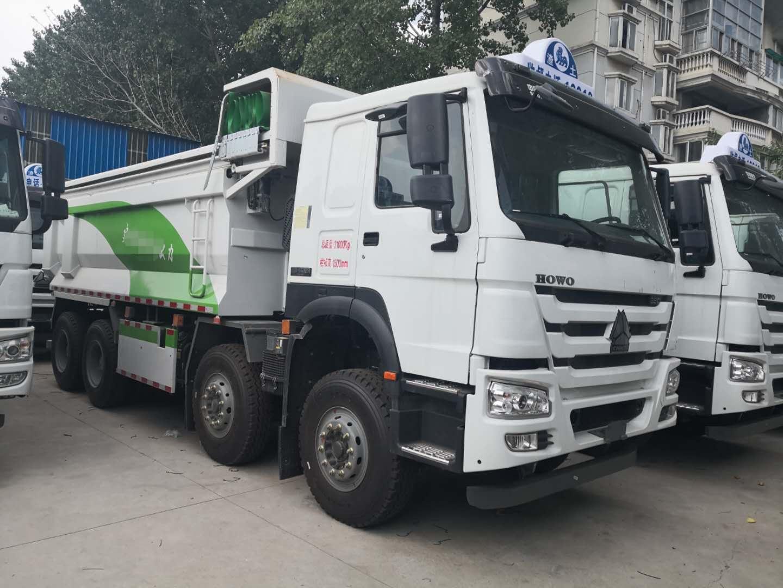 重汽豪沃5.6渣土车绿色白色380马力