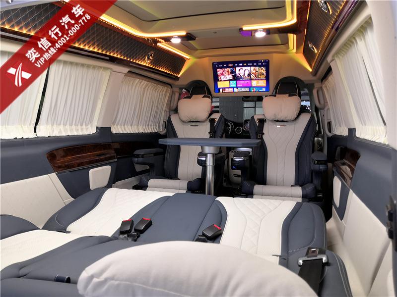 奔驰7座V级房车 双色车身外观,铂驰工厂V260定制,包牌价99.8万元