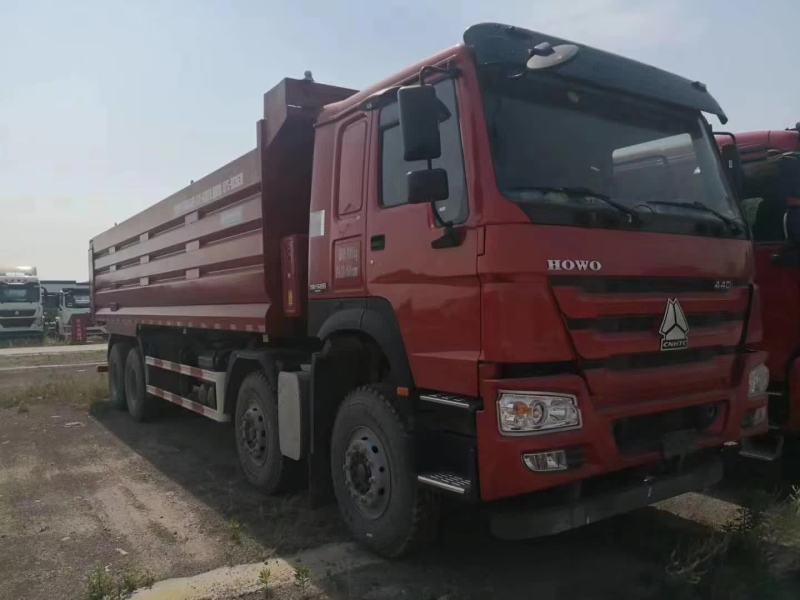 重汽豪沃自卸车7.3米大箱380马力火红