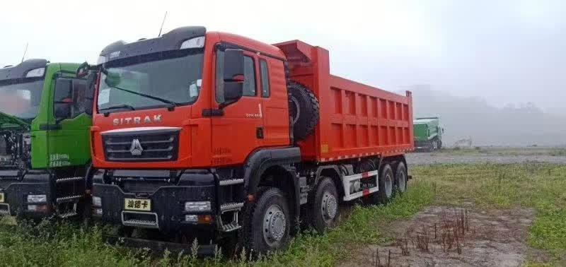 汕德卡自卸车6.8米巨型车厢