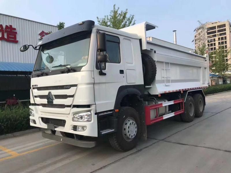 中国重汽380马力豪沃6米渣土车预留轨道槽