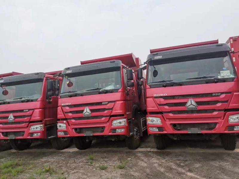 重汽豪沃8.8自卸车火红色380马力