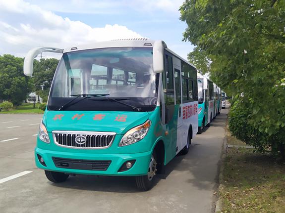 華新牌6米19座小型中級客車批量發往貴州