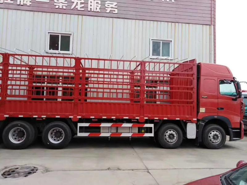 豪沃8*4载货车底盘,水晶红