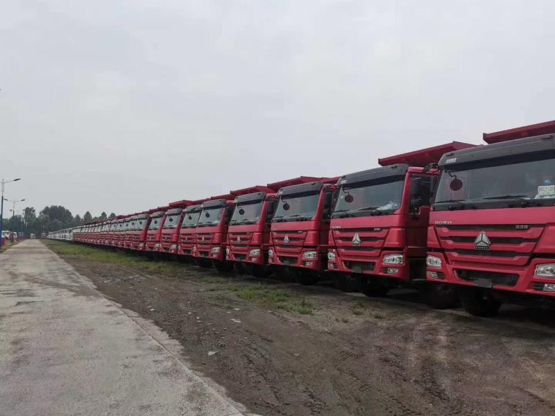 重汽豪沃4x4载货车可做6.8平板火红色