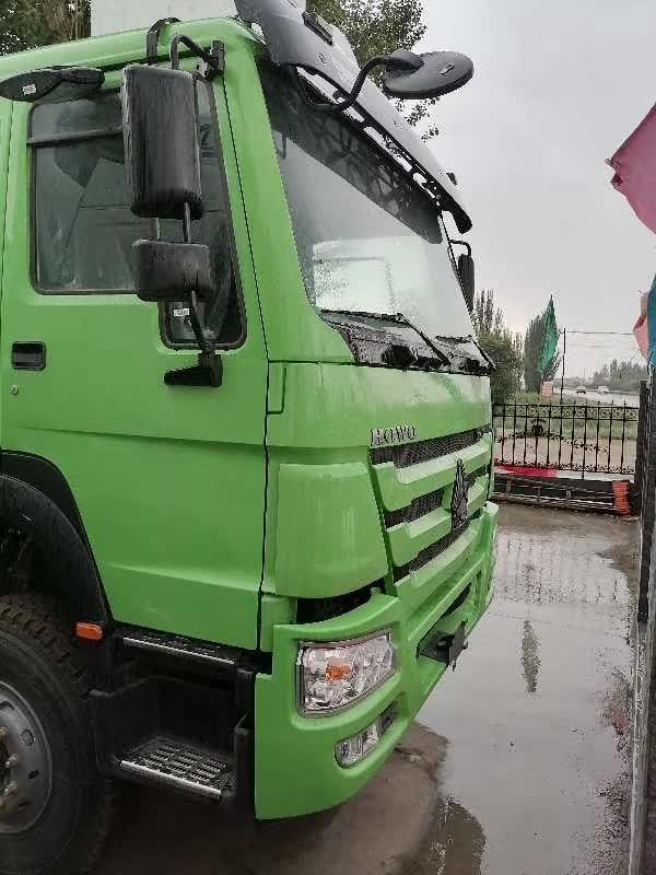 重汽豪沃6.5米渣土車綠皮車440馬力