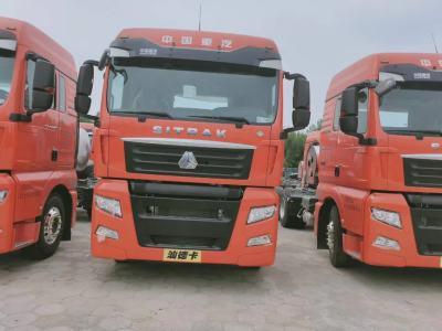 重汽豪沃G7汕德卡牵引车天然气橘红色