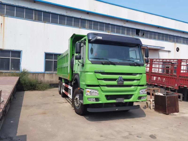 豪沃V7自卸車法規版380馬力5.8米8*4武漢綠