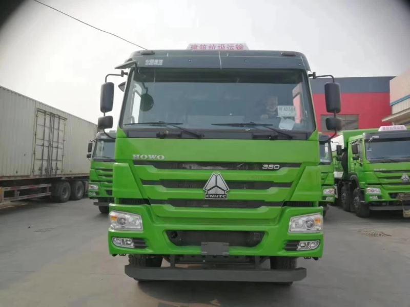 重汽豪沃5.6渣土车绿色380马力