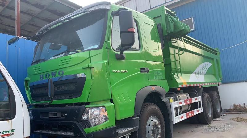 豪沃綠440馬力 6.8米自卸車帶篷布