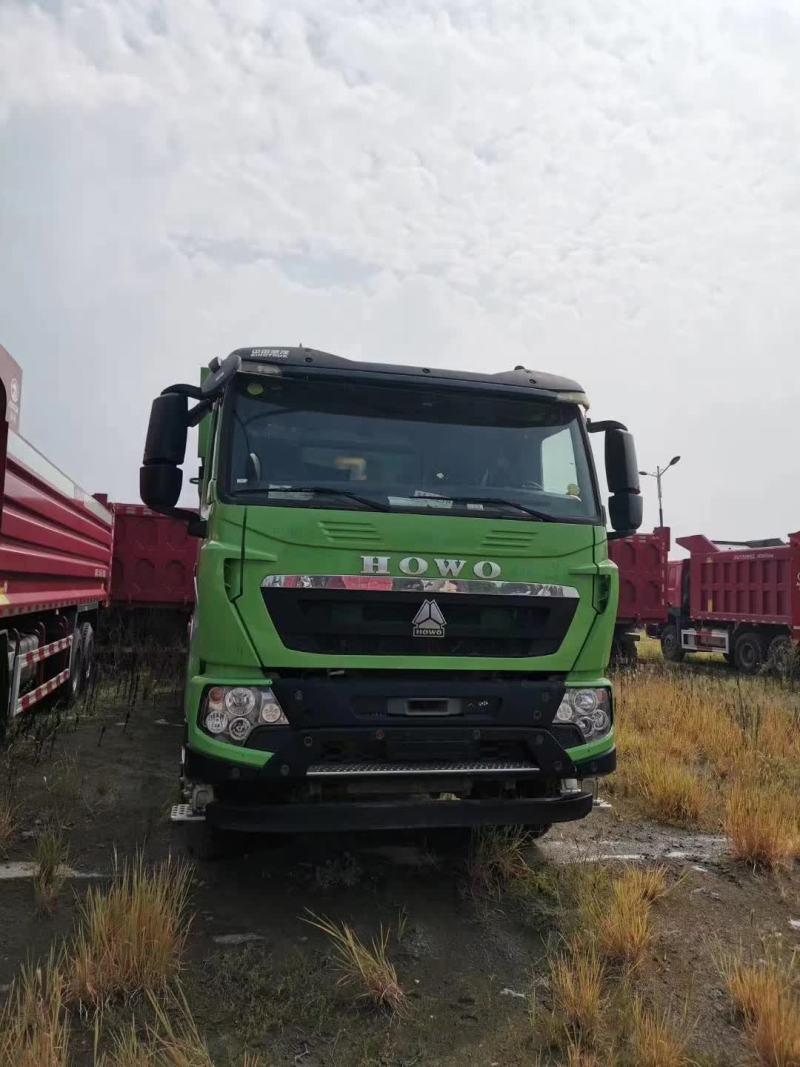 重汽豪沃7.2米自卸车绿色440马力