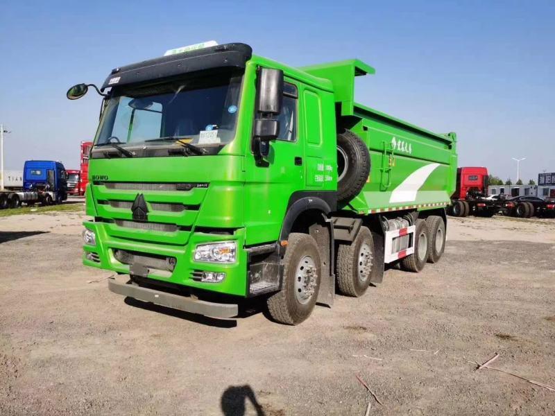 重汽豪沃6.8渣土车440马力绿色5.45速比