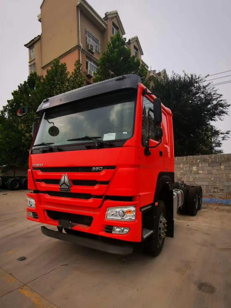 8台新下线豪沃6.3米自卸车