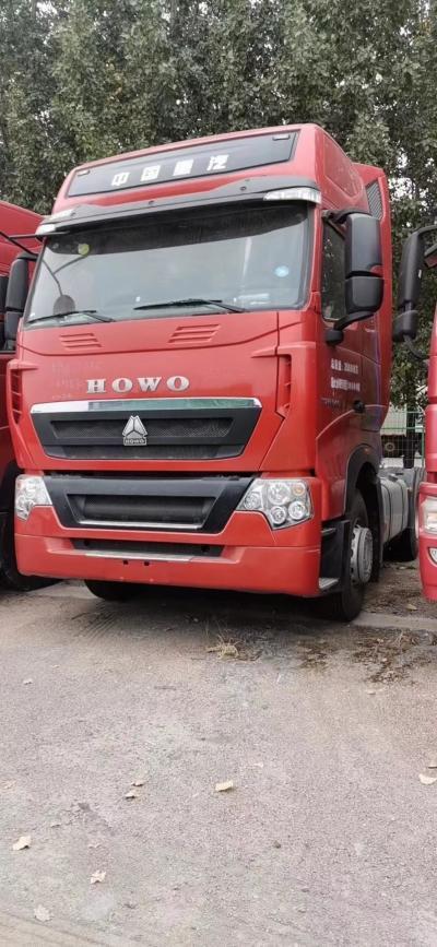 重汽豪沃T7牵引车540马力火红色3.7速比