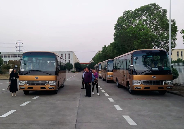 華新牌國六30座中型中級新款前圍客車首發甘肅