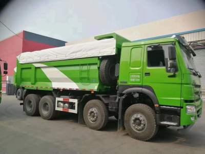 重汽豪沃5.8自卸车前四后八380马力绿色