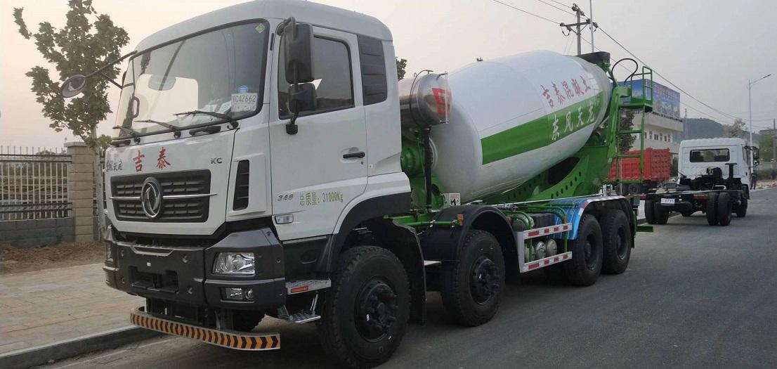 東風天龍10-12方攪拌車廠家