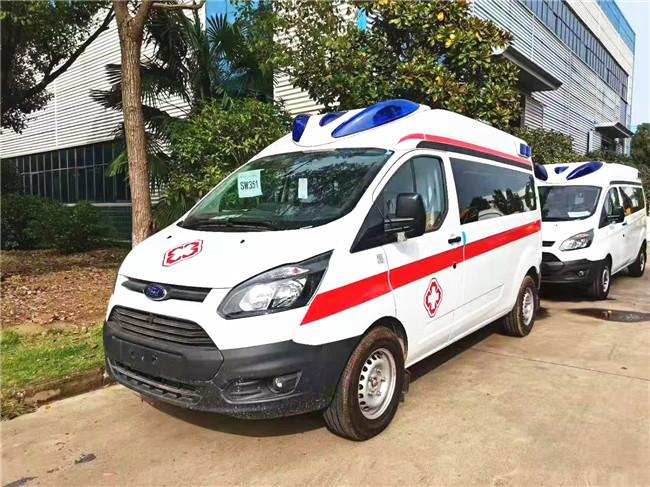 国六排放江铃新全顺救护车-中轴中顶监护型救护车带泰克警灯