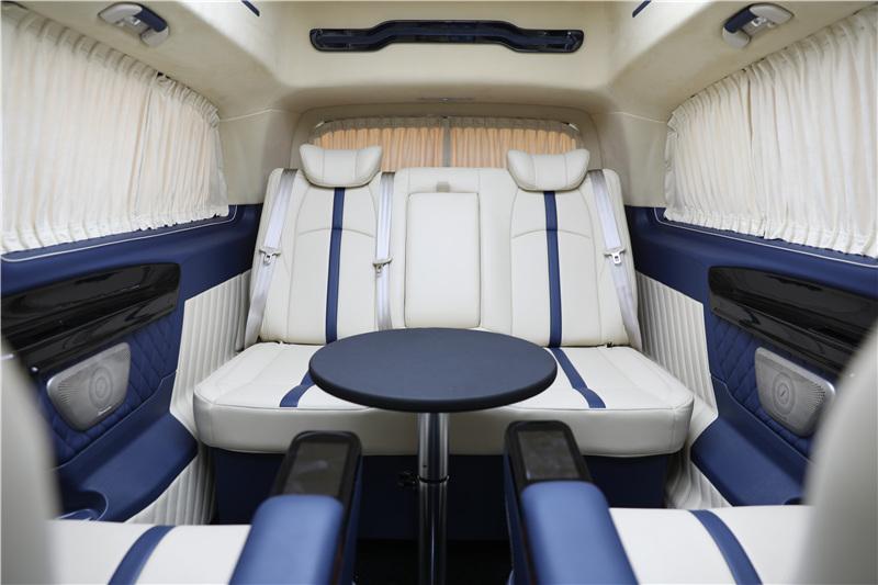奔驰V260商务车 2020新款底盘打造 9速四轮空悬 家商兼用优惠报价