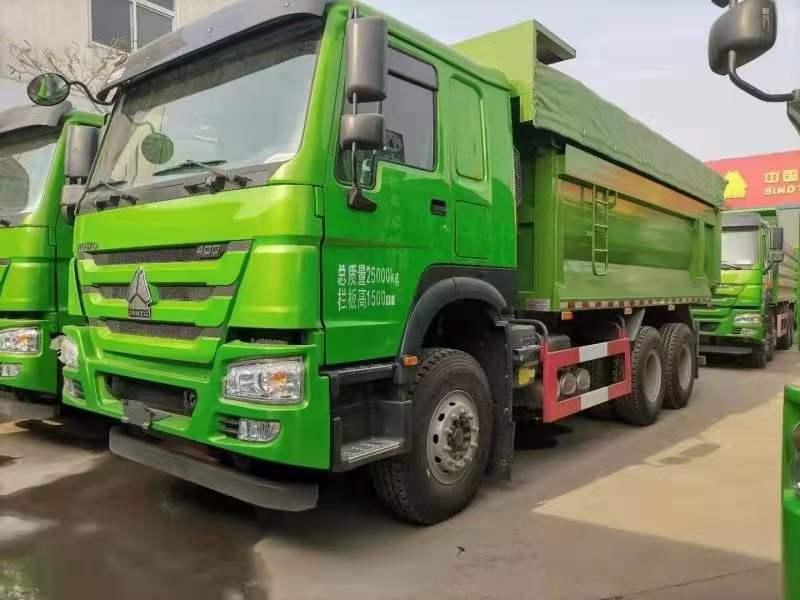 重汽豪沃6.5米渣土车绿色400马力底12边8