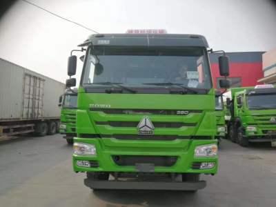 重汽豪沃5.8米渣土车380马力绿色
