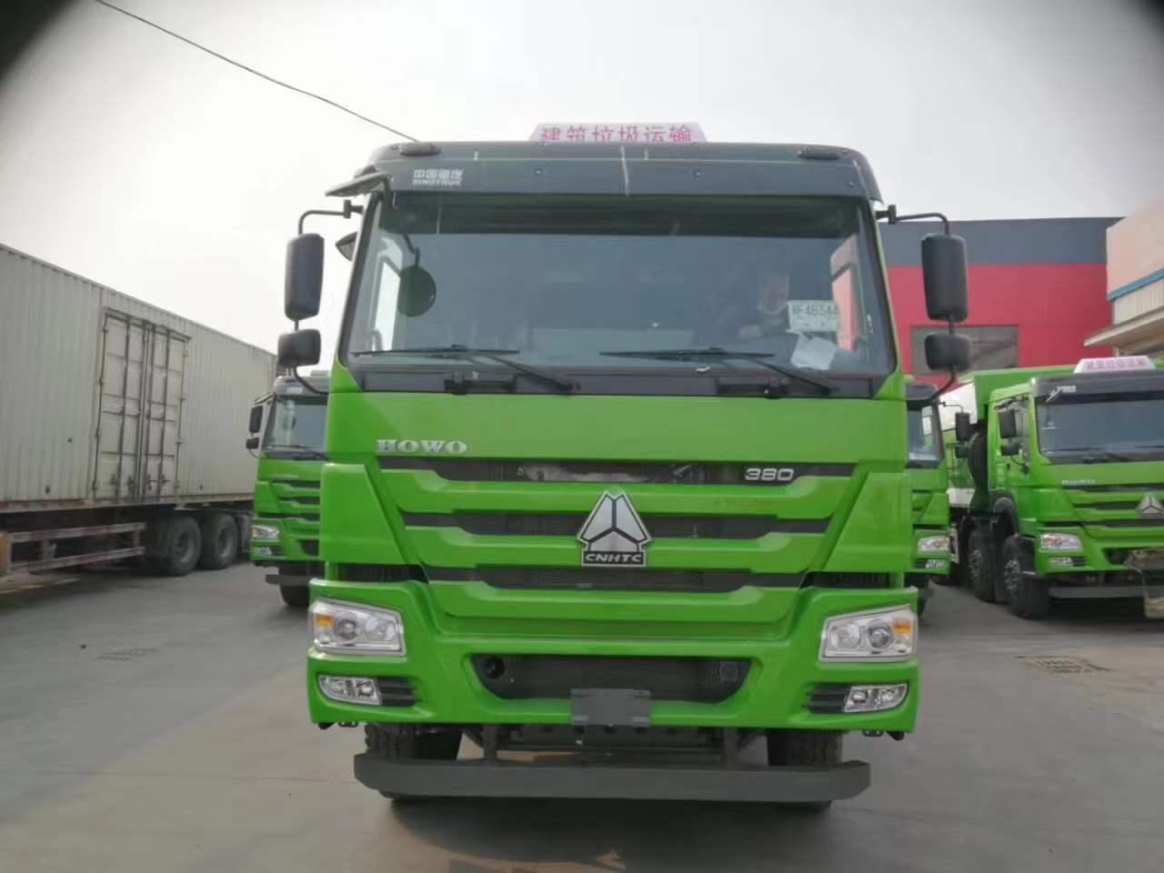 重汽豪沃6.5米自卸车了绿色440马力