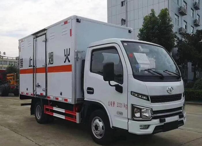 国六跃进蓝牌柴油爆破器材运输车