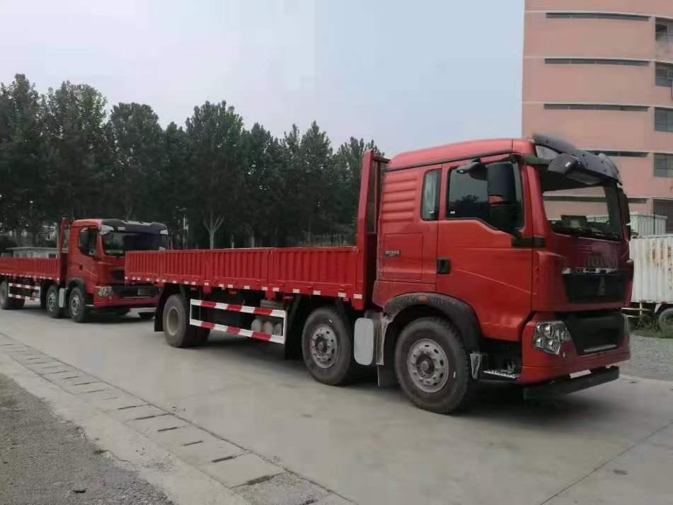豪沃T5G7.8米平板载货车
