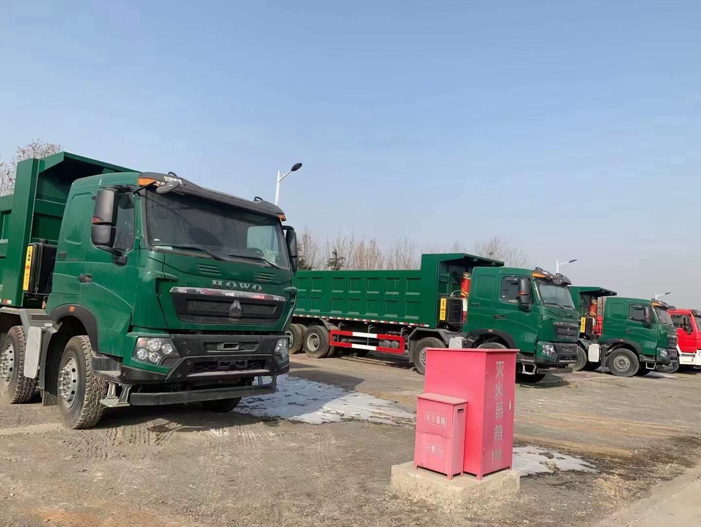 重汽豪沃綠色8米自卸車