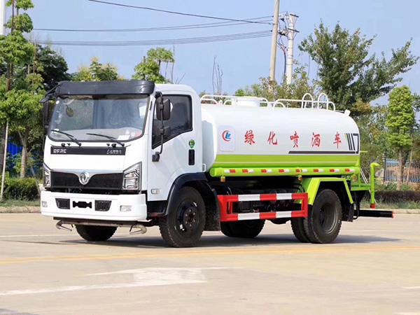国六东风福瑞卡8吨洒水车