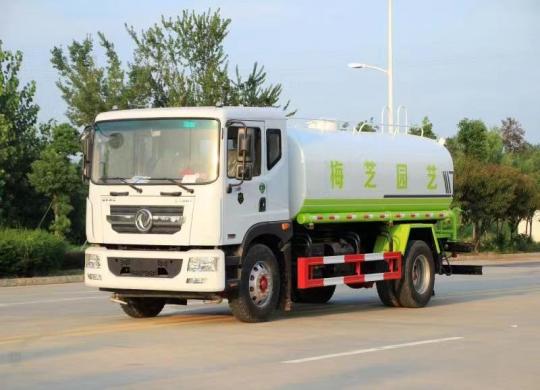 国六东风D9-14吨洒水车