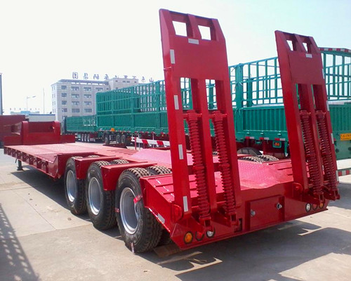 襄阳出售13米挖掘机低平板运输半挂车二手车