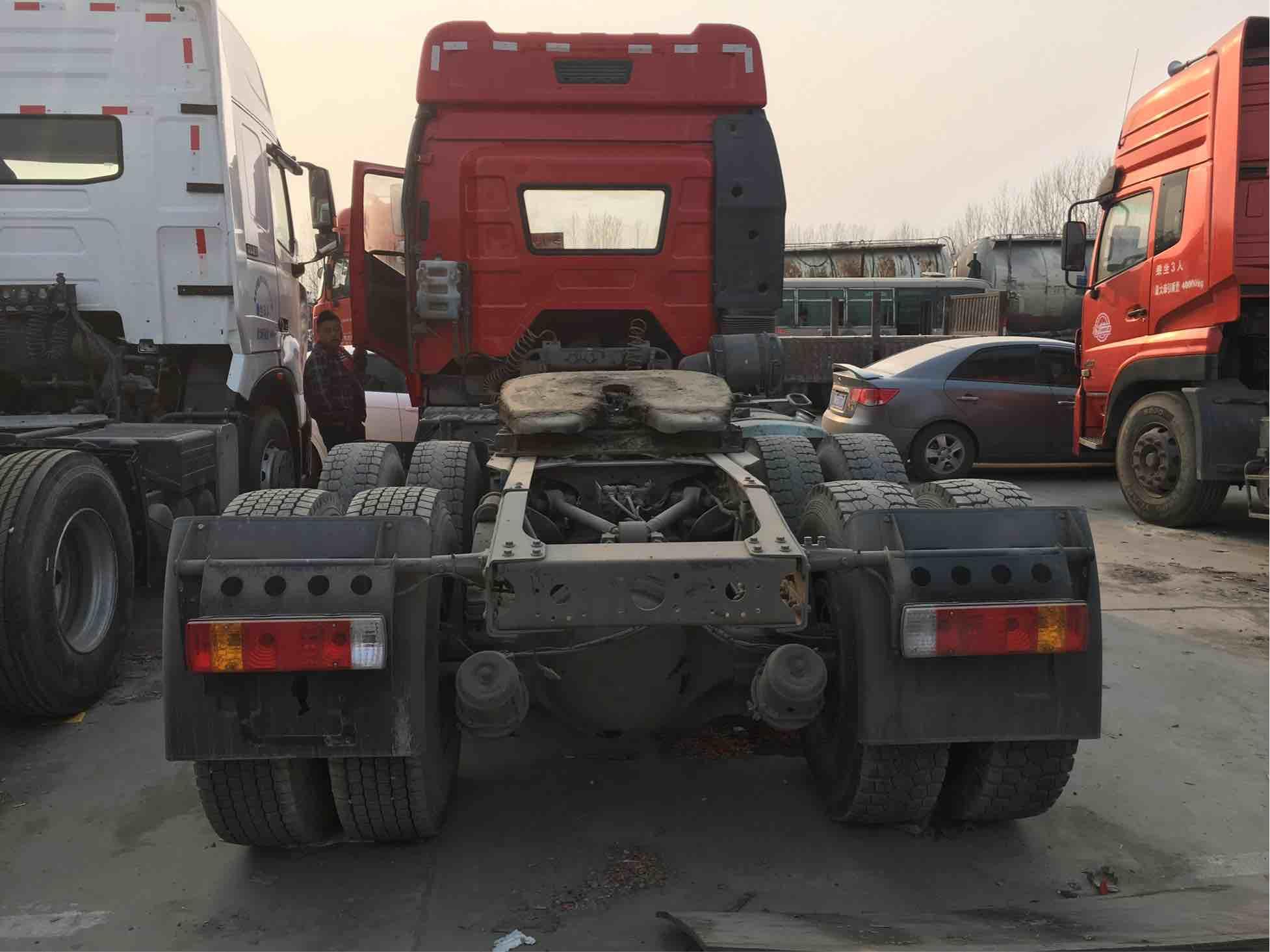 【济宁】双驱轻体解放J6P420马力半挂牵引车头 价格16.00万 二手车