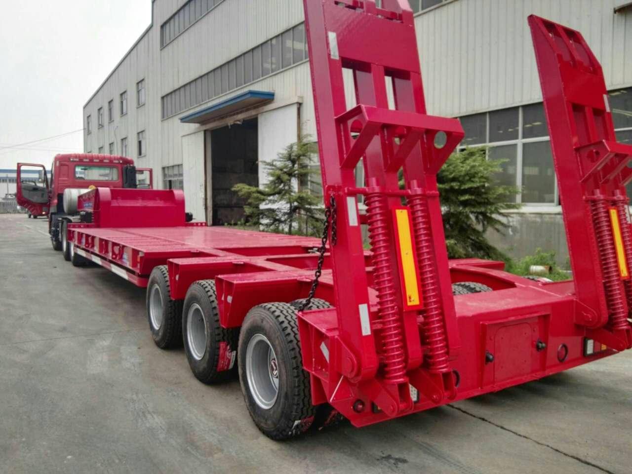 专业设计轻型钩机板运输车 液压爬梯二手车