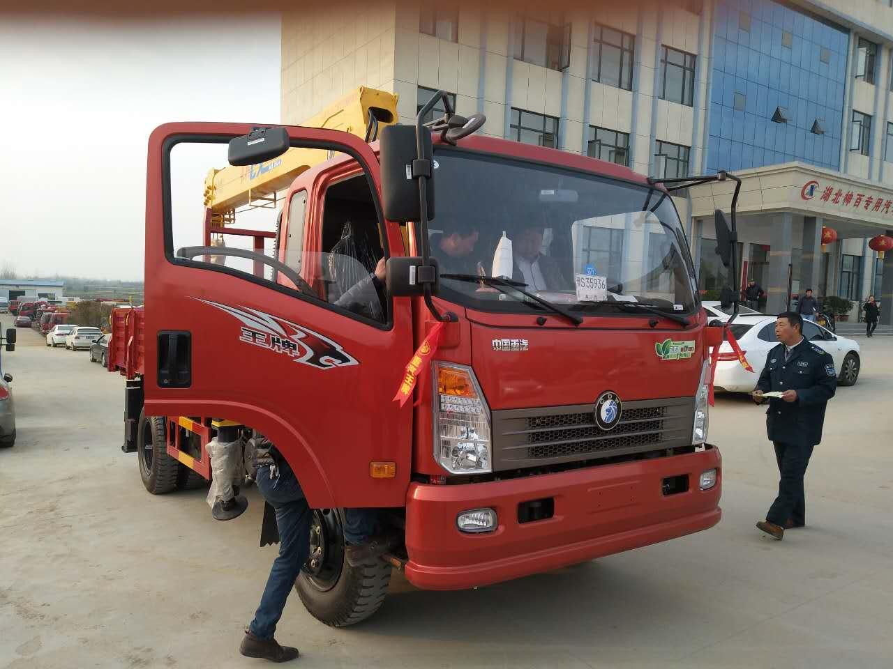 【随州】重汽豪沃随车吊 6.3吨4节臂随车吊 蓝牌随车吊    价格10.00万 二手车