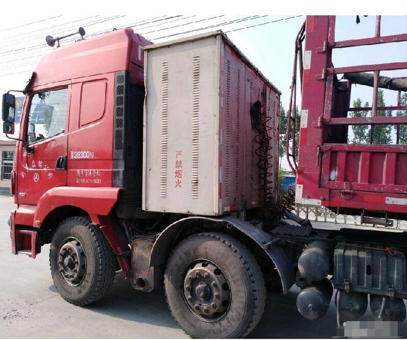 陕汽重卡 德龙M3000 336马力 6X2 LNG牵引车二手车