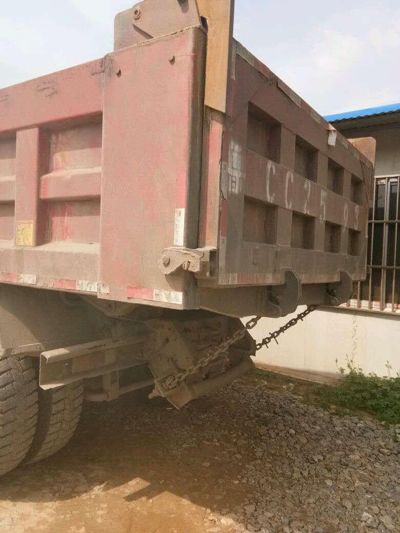 低价出售重汽豪沃水泥搅拌车二手车